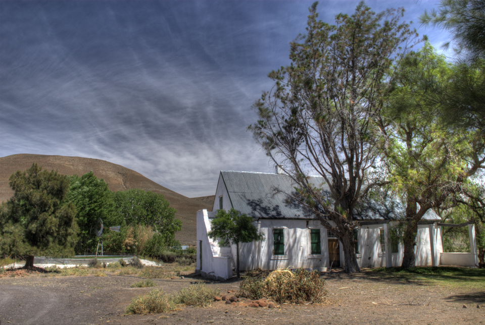 Cape Karoo Farmhouse with Bleu gum trees, wind pump and reservoir
